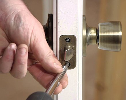 Neighborhood Locksmith Store Newtown Square, PA 610-422-2838